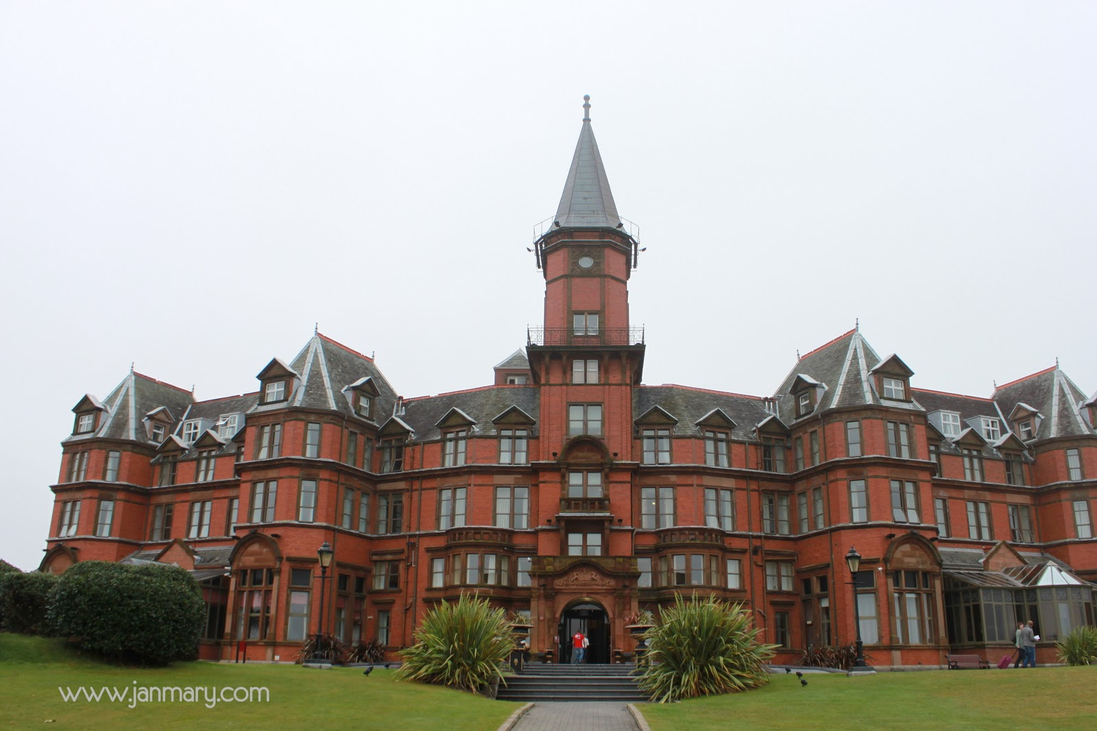 Slieve Donard Hotel, Newcastle, N Ireland - a review