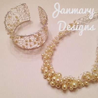 Knitting and crocheting with pearls and wire today #janmarydesigns