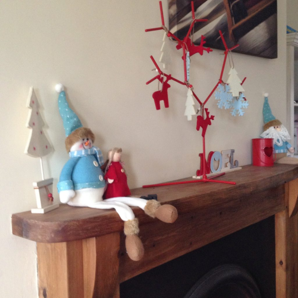 christmas decor at the cottage