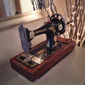 vintage singer sewing machine on janmary.com