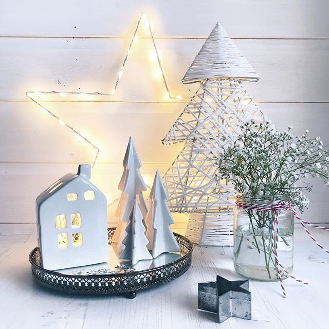 The day after Boxing Day.... Christmas may be over but still time for a bit of sparkle and fairy lights