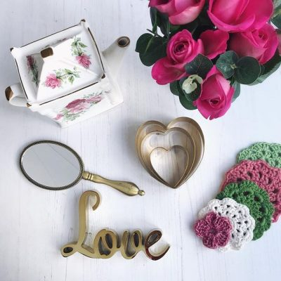 Love….vintage china, roses, faffing and flatlays