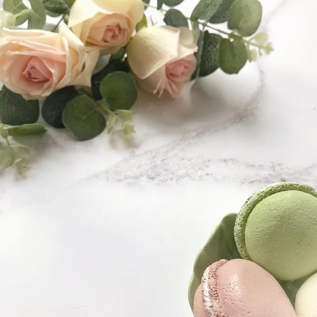 Faffing with flowers and fake macaroons on a Friday!